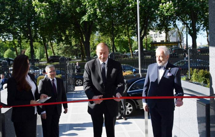 Präsident Aliyev nimmt an der Einweihung des neuen Gebäudes der aserbaidschanischen Botschaft in Belgien teil