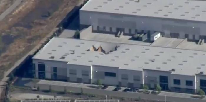 Un F-16 se estrella en California contra una base militar