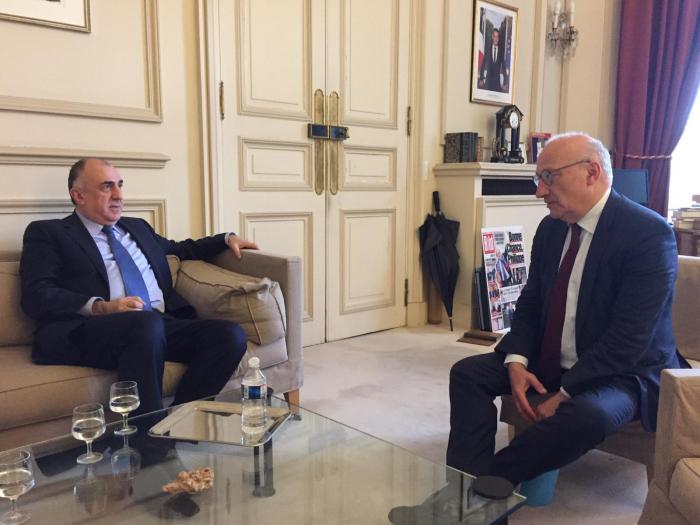 Aserbaidschanischer Außenminister informiert Macrons Berater über Verhandlungen umBerg-Karabach-Konflikt