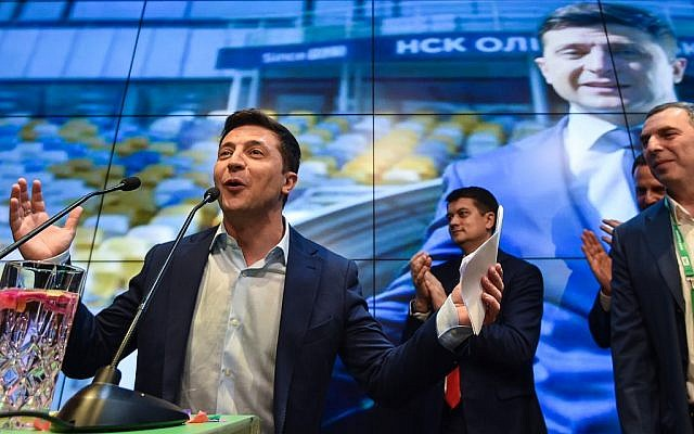 Volodymyr Zelensky: Comedian swears in as Ukrainian president-VIDEO
