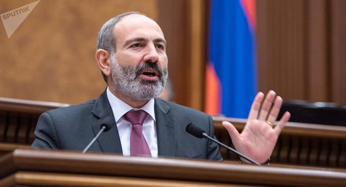Partidarios del primer ministro armenio asedian los tribunales
