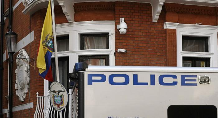 Incautan las pertenencias de Assange en la embajada de Ecuador en Londres