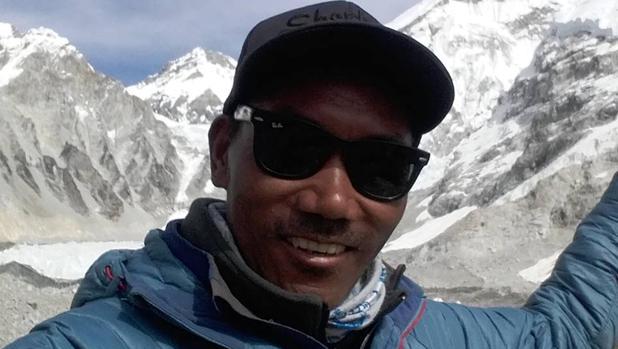El alpinista Kami Rita sube el Everest dos veces en una semana y marca un récord de 24 ascensos