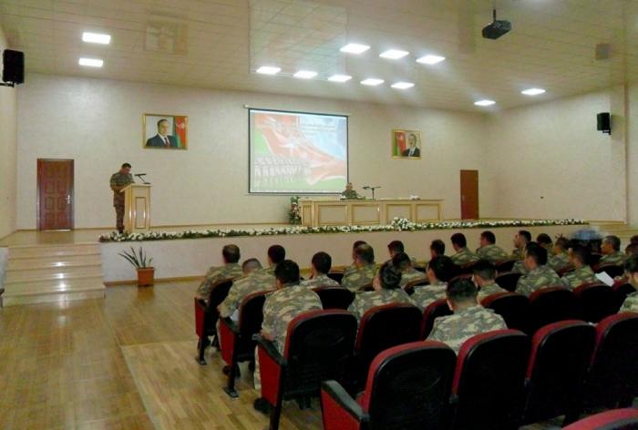 Komandir müavinləri ilə seminar keçirilib