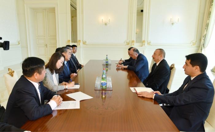 Le président Ilham Aliyev reçoit le ministre chinois des Affaires étrangères