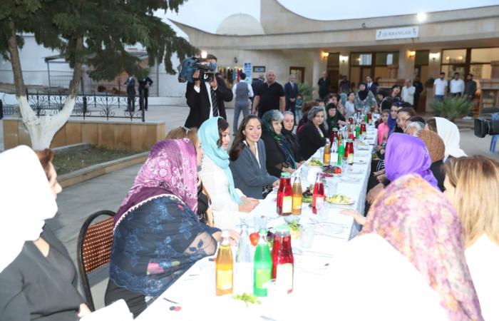 La première vice-présidente azerbaïdjanaise assiste à un iftar