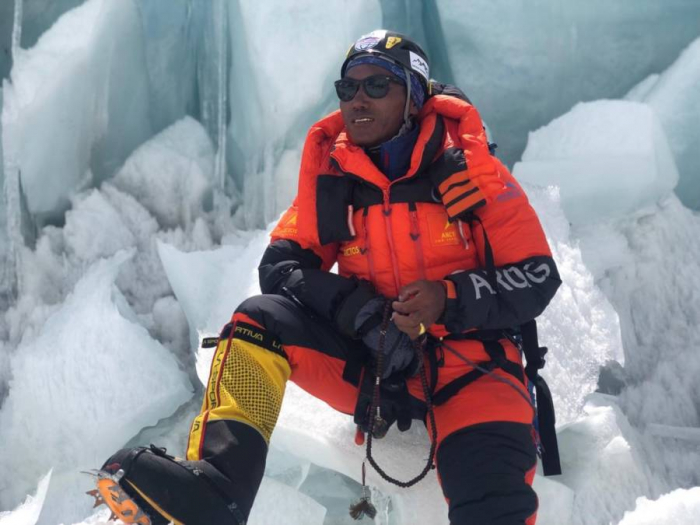 Man climbs Mount Everest twice in one week for a record-setting 24 ascents