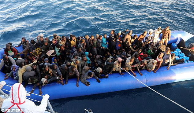 Libyan navy rescues 290 immigrants off western coast
