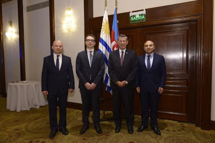 Celebran una recepción solemne en Uruguay con motivo del Día de la República de Azerbaiyán