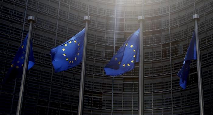 La Comisión Europea no cambiará la posición respecto al Brexit tras la dimisión de May