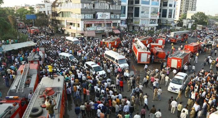 Decenas de muertos por un incendio en un centro comercial en el oeste de la India