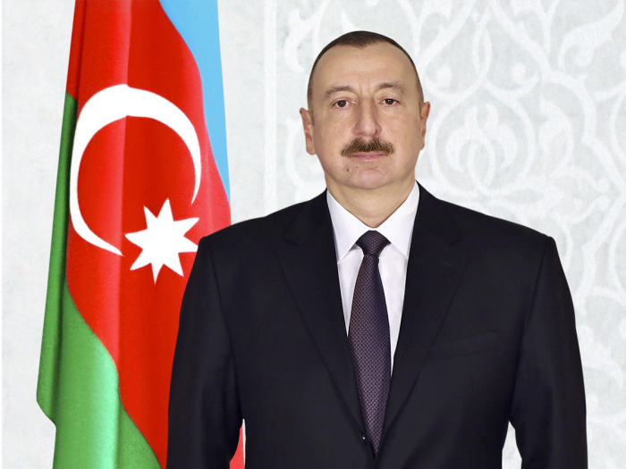 President Ilham Aliyev receives congratulations on occasion of Republic Day