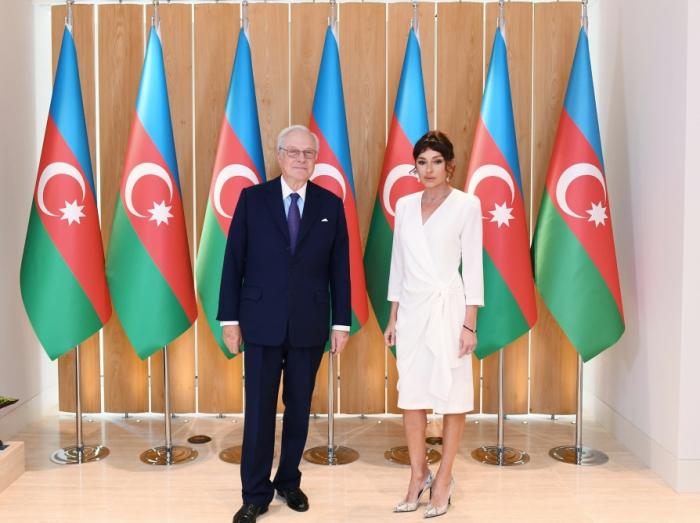 Mehriban Əliyeva şirkət rəhbəri ilə görüşüb - FOTOLAR