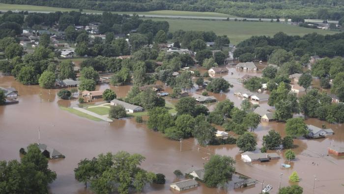 """EE.UU.: Advierten de una inundación """"potencialmente mortal"""" en el río Arkansas (FOTOS, VIDEO)"""