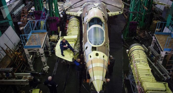 Zusammenbau ersten Su-57-Serienjets gefilmt –   VIDEO