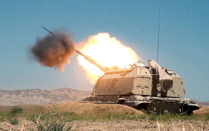 Azerbaijani army artillerymen conduct combat firing of Msta-S howitzers - VIDEO