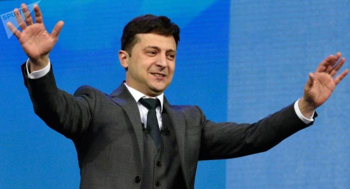 زيلينسكي يؤدي اليمين الدستوري في قاعة البرلمان ويتولى منصب رئيس أوكرانيا