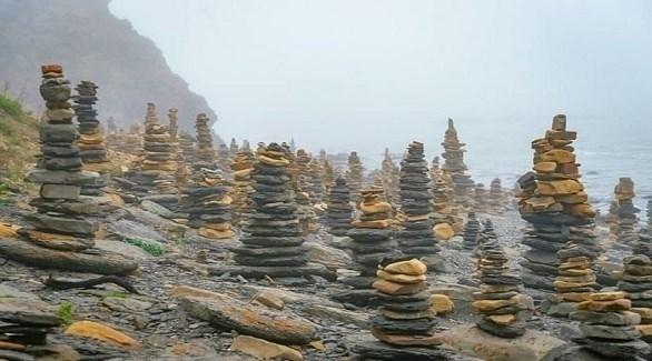 تعرف على البلدة المغطاة بمئات الأبراج الحجرية