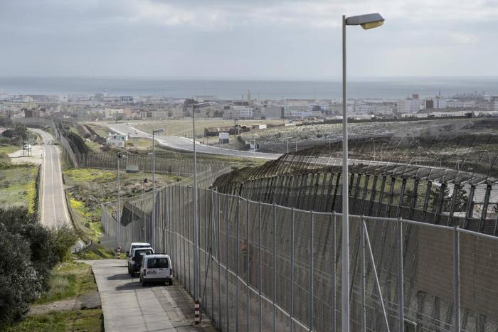 Mehr als 50 Migranten stürmen in spanische Nordafrika-Exklave