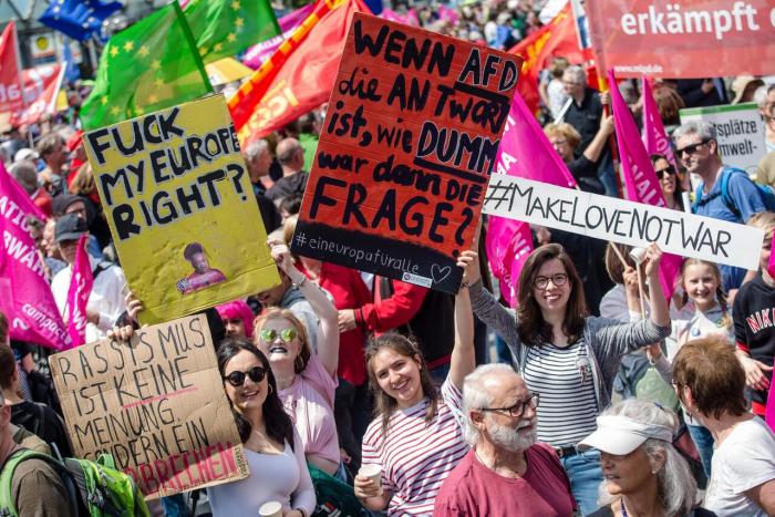 Viele Zehntausend demonstrieren gegen Nationalismus und für Europa