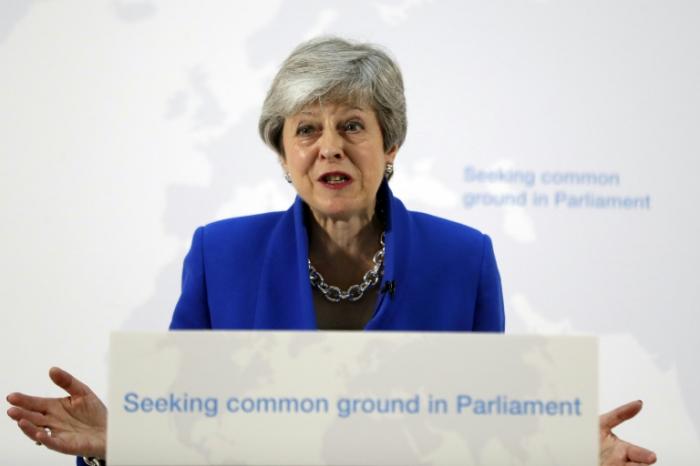 Brexit :   Theresa May tente de sauver son plan critiqué de toutes parts