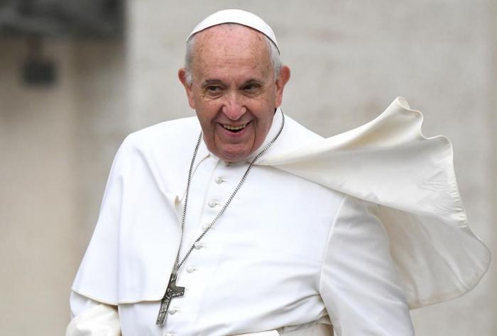"""""""Fake news"""": le pape prône rigueur et humilité devant les journalistes"""