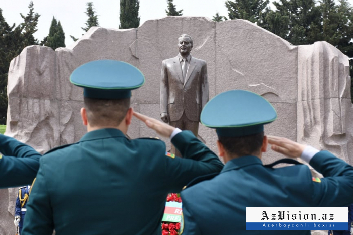 Azerbaijani people commemorates National Leader Heydar Aliyev -   PHOTOS