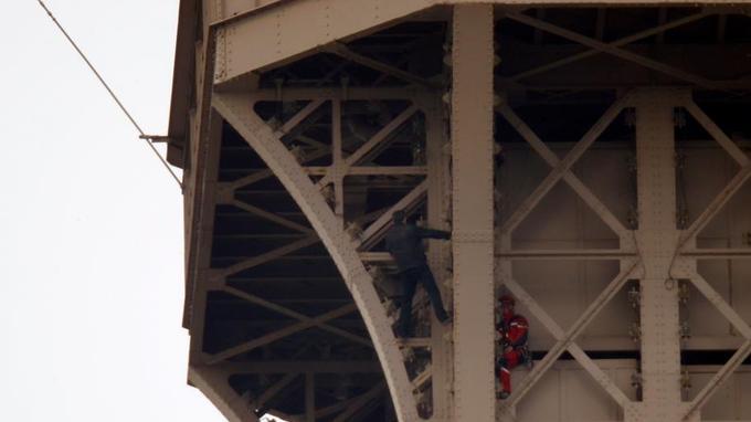 La Tour Eiffel évacuée en raison d