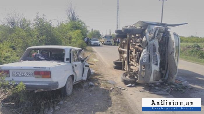 Şəmkirdə mikroavtobus aşıb: 3 ölü, 10 yaralı (FOTO)