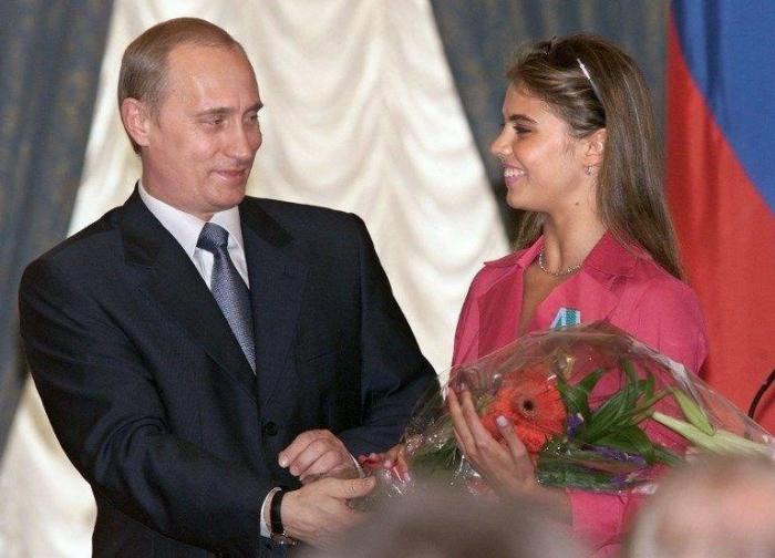 Kabayevanın əkiz uşağı oldu - Yenə Putinin adı hallanır