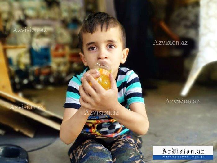 """Ana oğlunu """"Vosmoy bazarı""""nda atıb qaçdı - FOTO"""