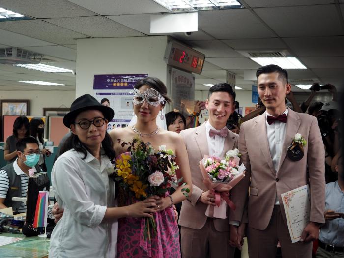 Taïwan acte les premiers mariages homosexuels en Asie