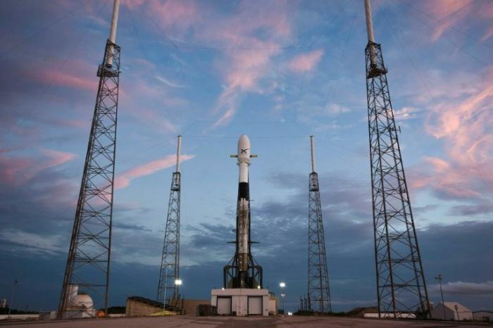 SpaceX reporte encore son premier lancement de satellites internet
