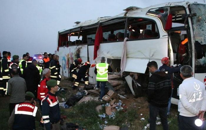 Türkiyədə avtobus qəzası: 5 ölü, 13 yaralı