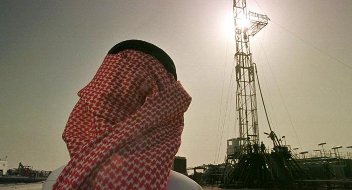 """أسعار النفط تقفز بفعل الهجوم على منشآت شركة """"أرامكو"""" السعودية"""