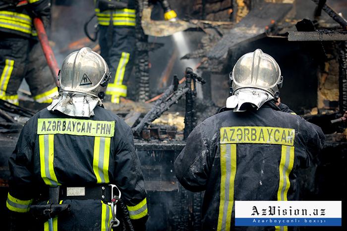 Şəmkirdə 2 uşaq yanan evdən xilas edilib