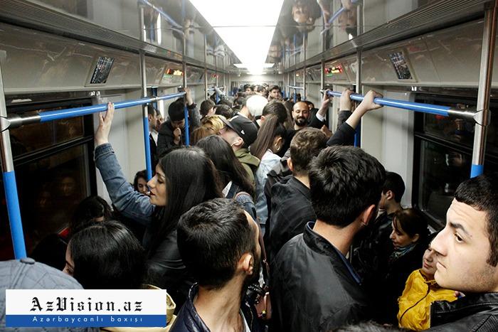 Bakı metrosunda sərnişin sıxlığı yaranıb