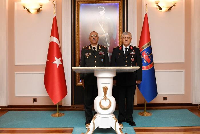 General Türkiyədə səfərdə olub
