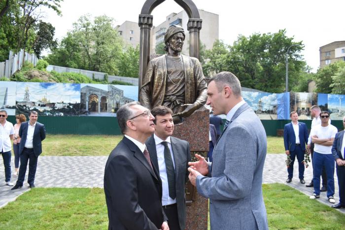 Kiyevdə Nəsiminin heykəli ucaldılıb - FOTOLAR