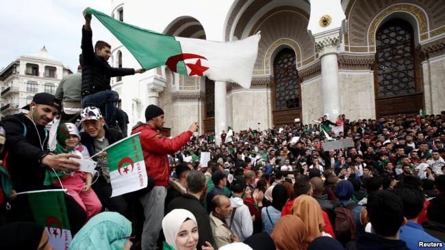 Algérie: des milliers d