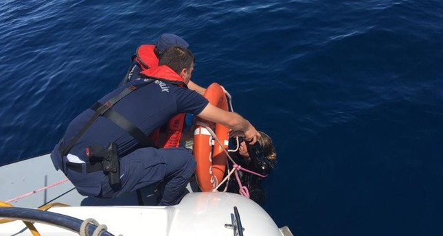 Boat carrying migrants sinks in northwestern Turkey, 9 killed