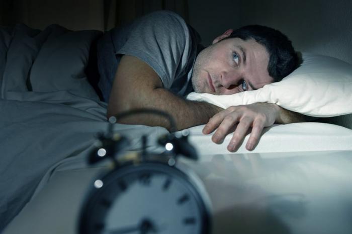 Pourquoi vous vous réveillez chaque nuit à la même heure