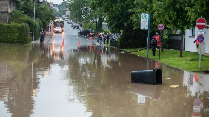 Überschwemmungen nach heftigen Regenfällen und Gewittern