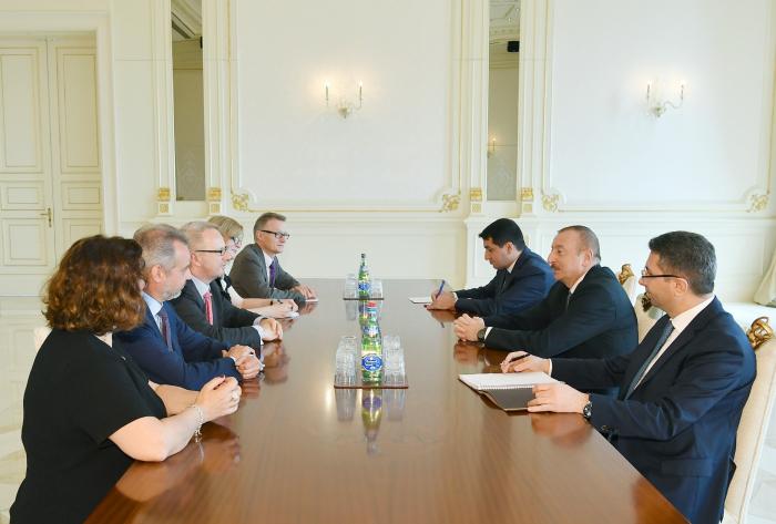 الرئيس إلهام علييف يستقبل وفد البوندستاغ الألماني (تم التحديث)
