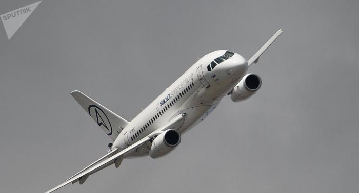 Un SSJ100 de Aeroflot ruso interrumpe vuelo por fallo de sistema hidráulico