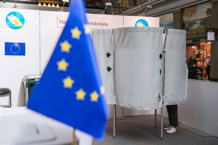 Européennes:   début du vote avec l