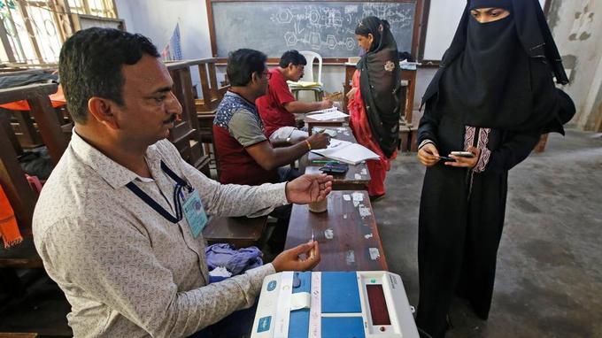 Inde: fermeture des bureaux de vote après six semaines d