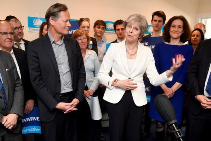 Le Parti conservateur de May et le Labour sanctionnés aux élections locales