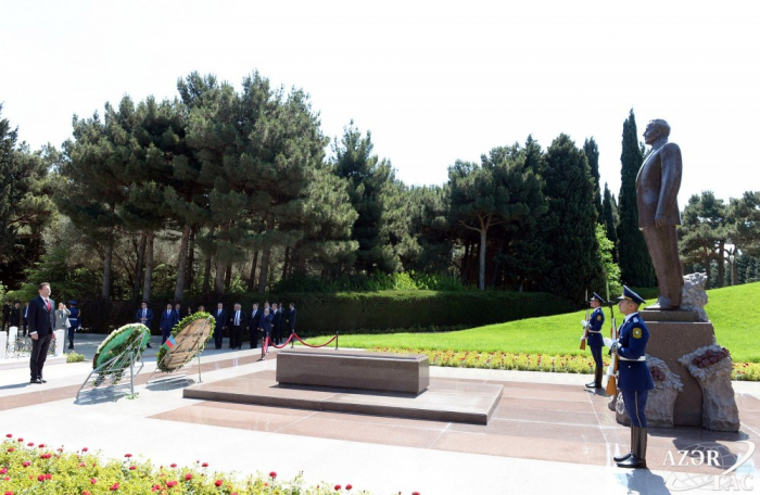 Czech delegation pays respect to national leader Heydar Aliyev and Azerbaijani martyrs