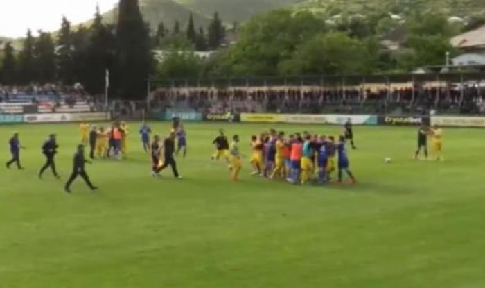 Gürcüstanda futbolçular arasında kütləvi dava olub